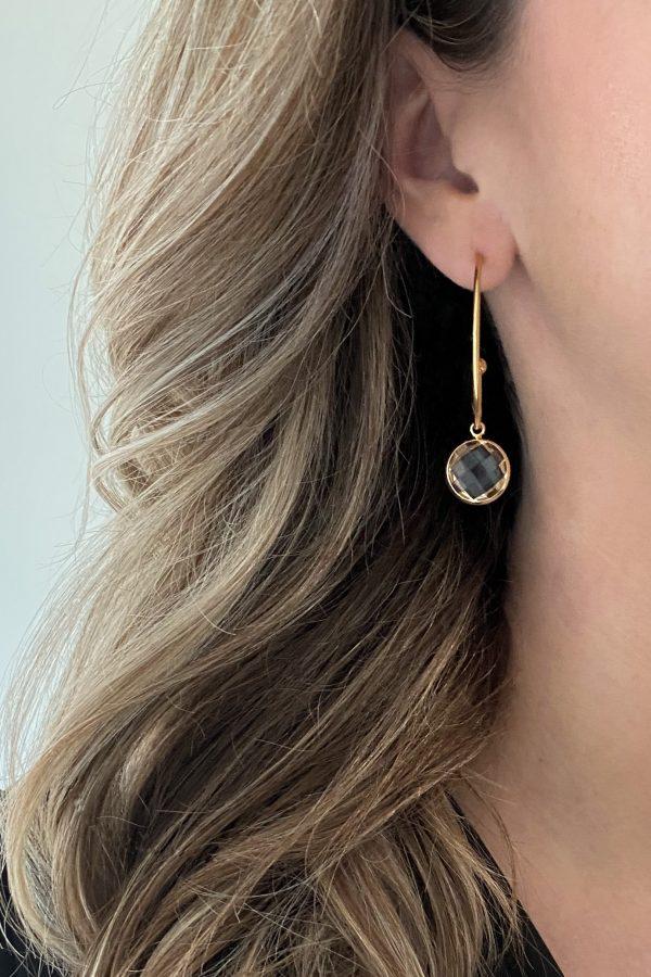 la Beij oorbellen goud hanger kristal transparant in oor