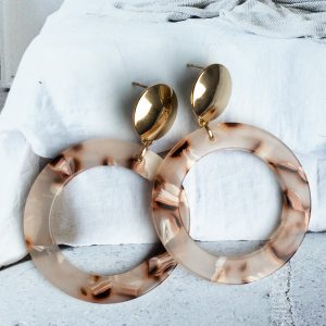 la Beij oorbellen goud resin nude