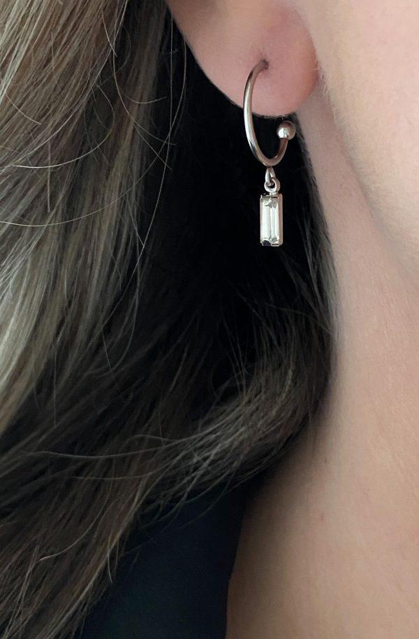 la Beij oorbellen zilver ring rechthoek kristal in oor