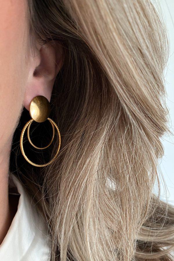 la Beij oorbellen goud cirkel dubbel in oor