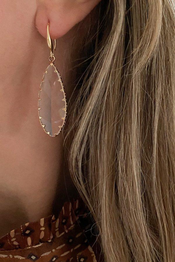 la Beij oorbellen goud hanger glas facet in oor
