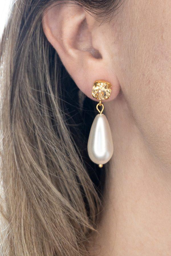 la Beij oorbellen goud champagne parel in oor