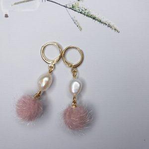 la Beij oorbellen pompom parel pink