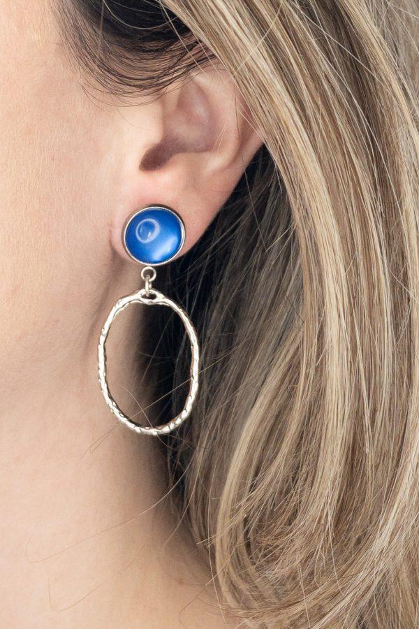 la Beij oorbellen zilver kobalt ovaal in oor