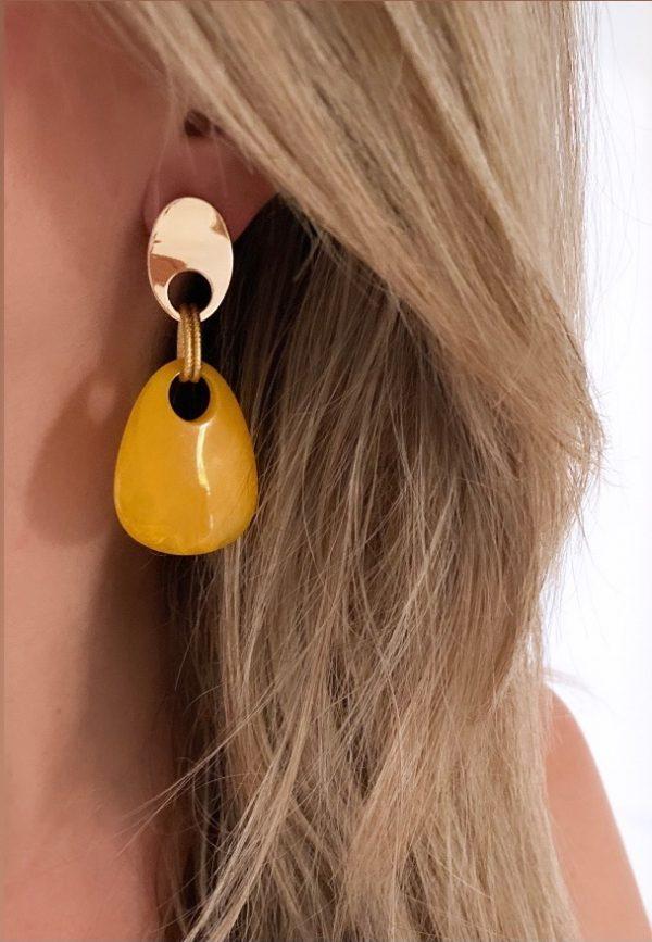 la Beij oorbellen goud oker in oor